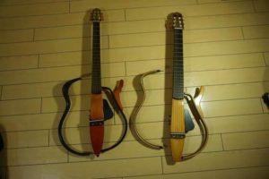 YAMAHAサイレントギターのレビュー【ギター歴20年】生音検証やライブで使う注意点も
